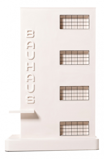 »Bauhaus Dessau.« Modell-Replik und Buchstütze.