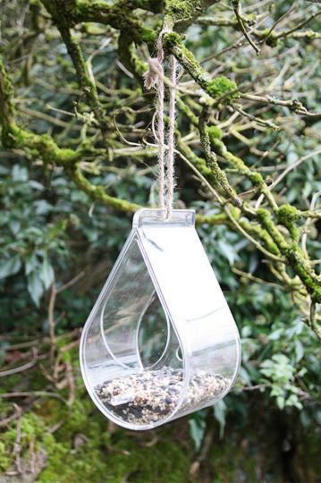 Durchsichtiges Vogelhaus.