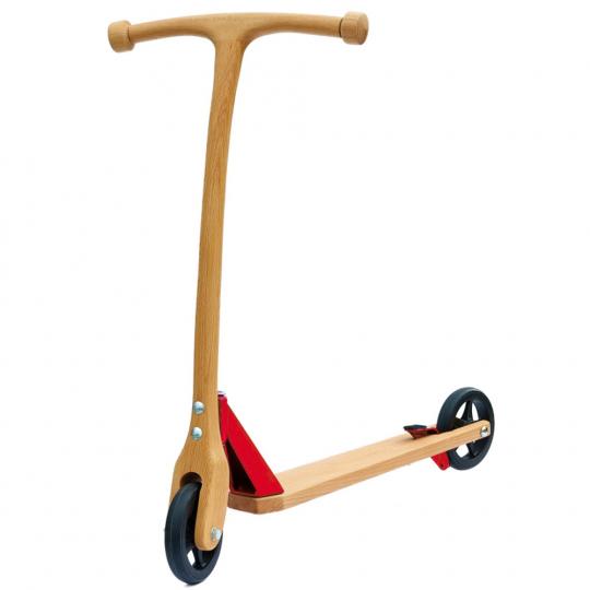 Holzroller für Kinder mit »spiel gut«-Auszeichnung.