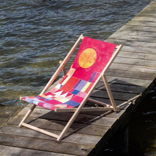 Kunst-Liegestuhl Paul Klee »Burg und Sonne«.