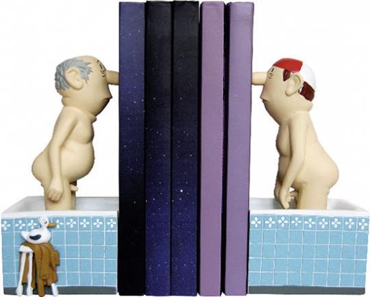Loriot. Zwei Herren im Bad. Zwei Buchstützen.