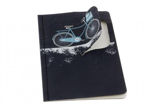 Moleskine Ornament Postkarte »Verschneites Fahrrad«, klein.
