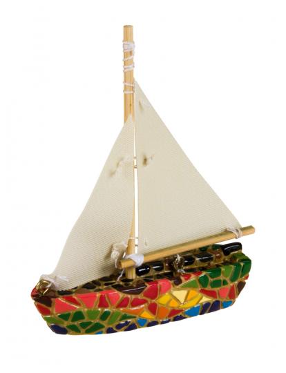 Segelboot aus Mosaik.