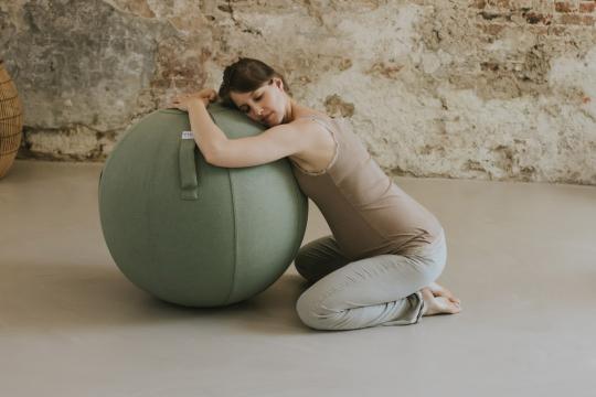 Sitzball aus Stoff, dschungelgrün.