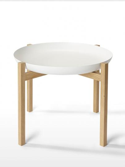 Tisch mit Tablett.