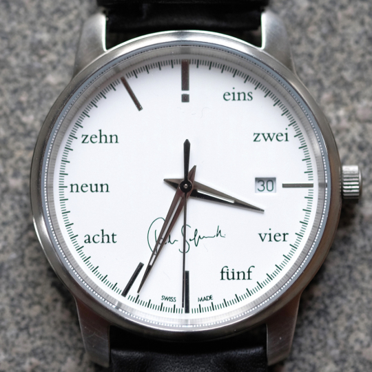»Typografie Philosophie«. Schweizer Uhr.