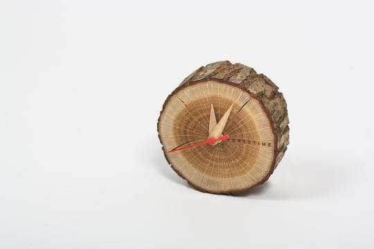 Uhr aus Baumscheibe »Tischuhr Baumscheibe«.
