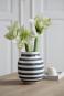 Schwarz-weiße Vase »Omaggio, groß«. Bild 1