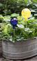 Glaskugel für den Garten, gelb und bunt getupft. Bild 3