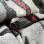 Tartan Wolldecke, grau/rot. Bild 3