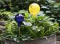 Glaskugel für den Garten, gelb und bunt getupft. Bild 4