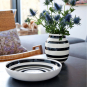 Schwarz-weiße Vase »Omaggio, groß«. Bild 4