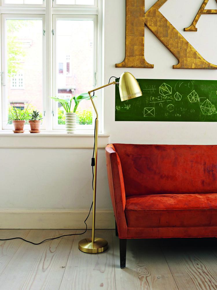 goldene stehlampe aus d nemark. Black Bedroom Furniture Sets. Home Design Ideas